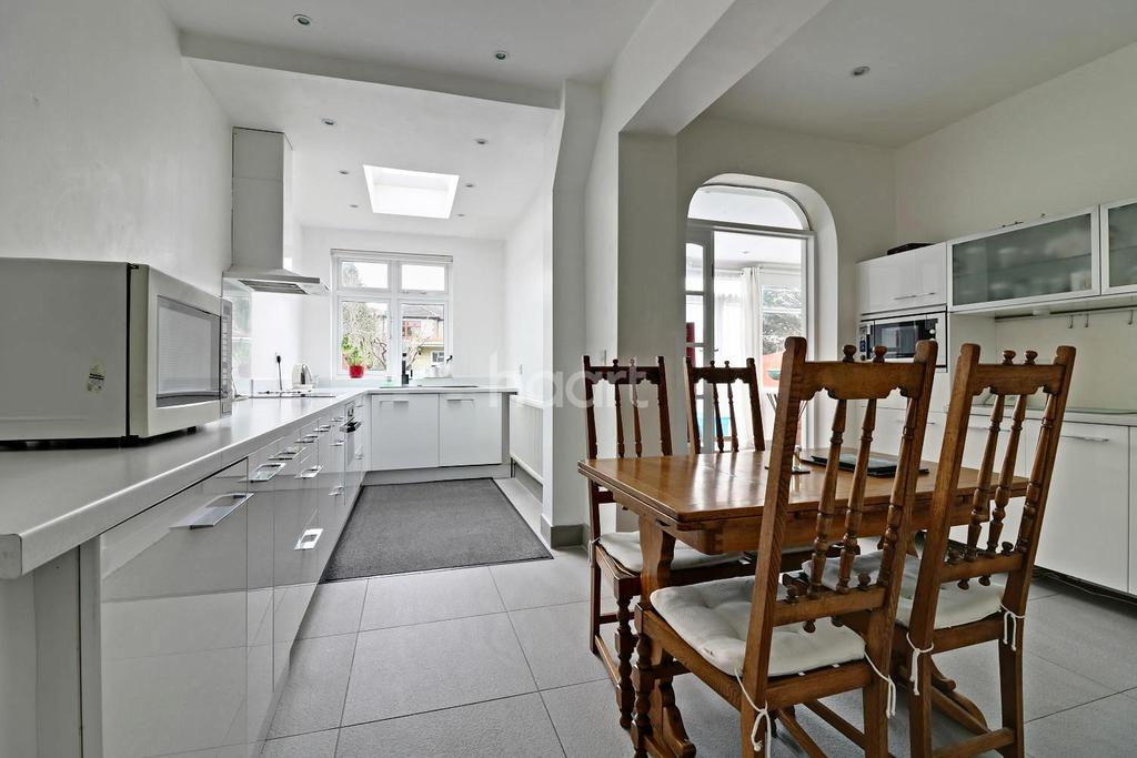 4 Bedrooms Semi Detached House for sale in Strafford Avenue, Clayhall
