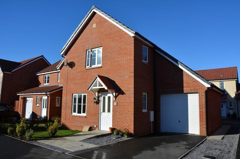 3 Bedrooms Detached House for sale in Lawrence Close, Burnham-On-Sea