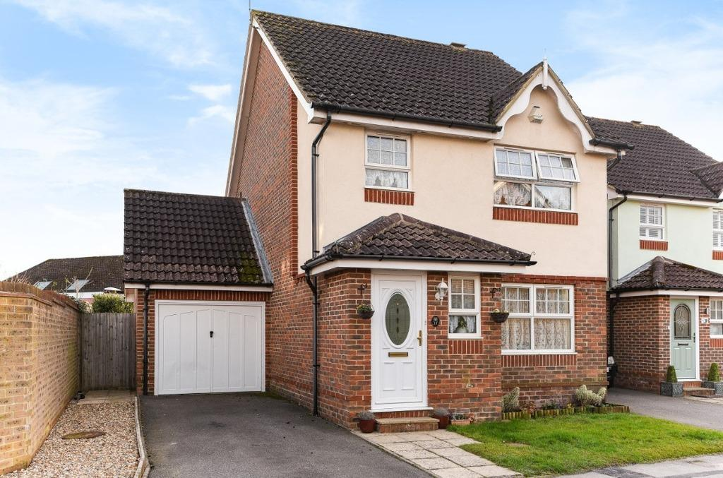 3 Bedrooms Terraced House for sale in The Oaks Burgess Hill West Sussex RH15