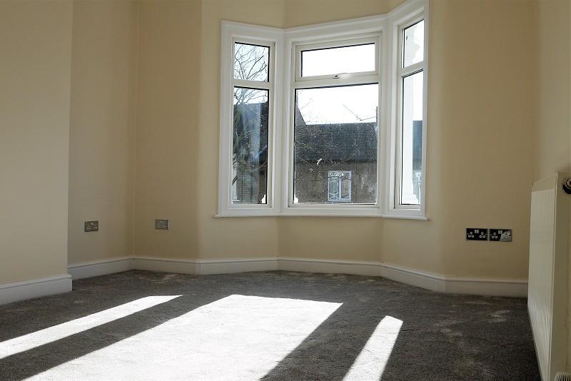 2 Bedrooms Maisonette Flat for sale in Ravenscroft Road, London, Greater London. E16 4AR