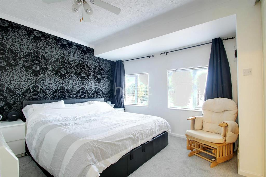 3 Bedrooms End Of Terrace House for sale in Dore Close, Northampton