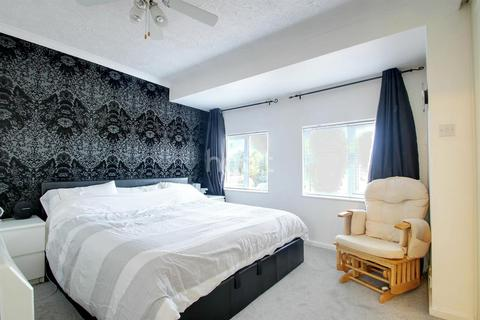 3 bedroom end of terrace house for sale - Dore Close, Northampton
