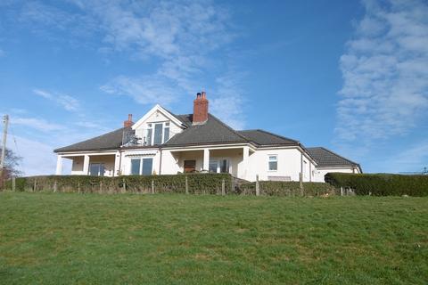 4 bedroom bungalow for sale - Maes Yr Haf, Llangadog, Carmarthenshire.