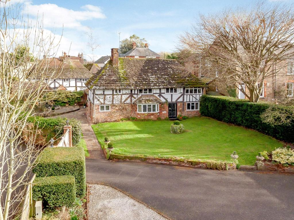 4 Bedrooms Detached House for sale in Sandy Lane, Henfield, West Sussex