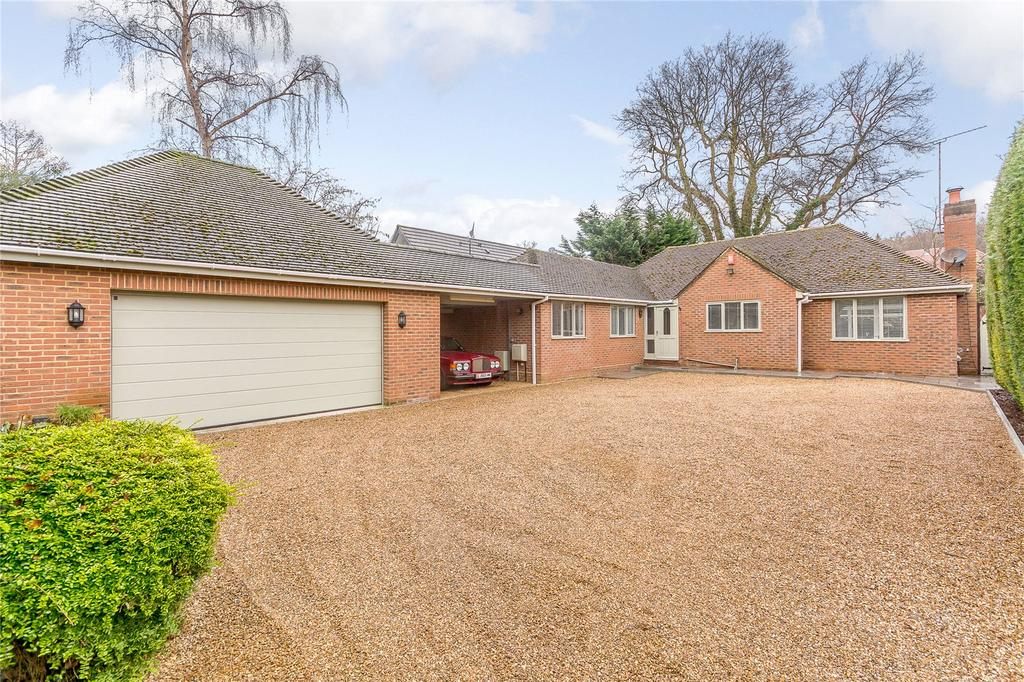 4 Bedrooms Detached Bungalow for sale in Snows Paddock, Windlesham, Surrey