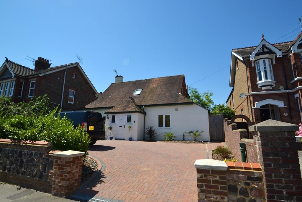 3 Bedrooms Detached House for sale in Rectory Road, Worthing, West Sussex, BN14 7PG