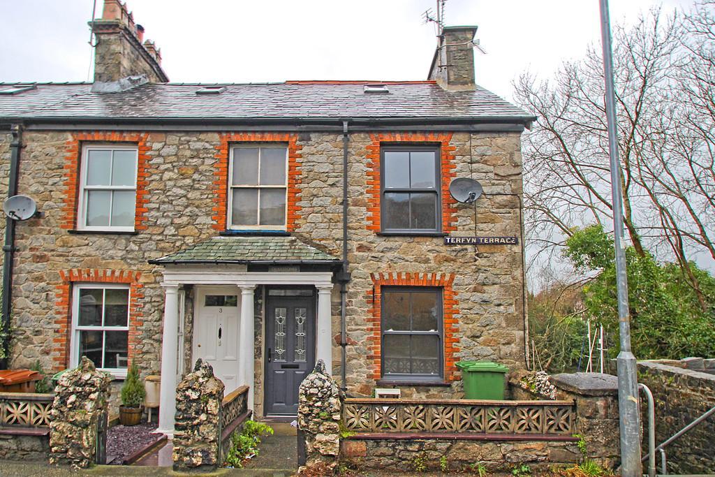 3 Bedrooms End Of Terrace House for sale in Terfyn Terrace, Y Felinheli, North Wales