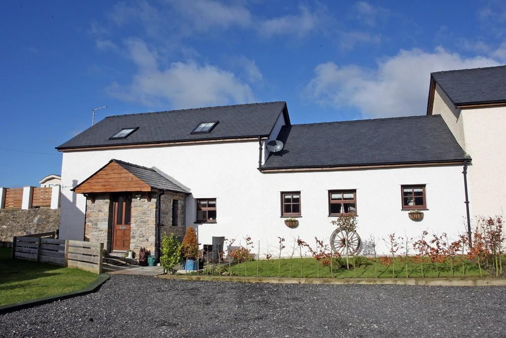 3 Bedrooms Semi Detached House for sale in Tyn Beudu, Talwrn, North Wales