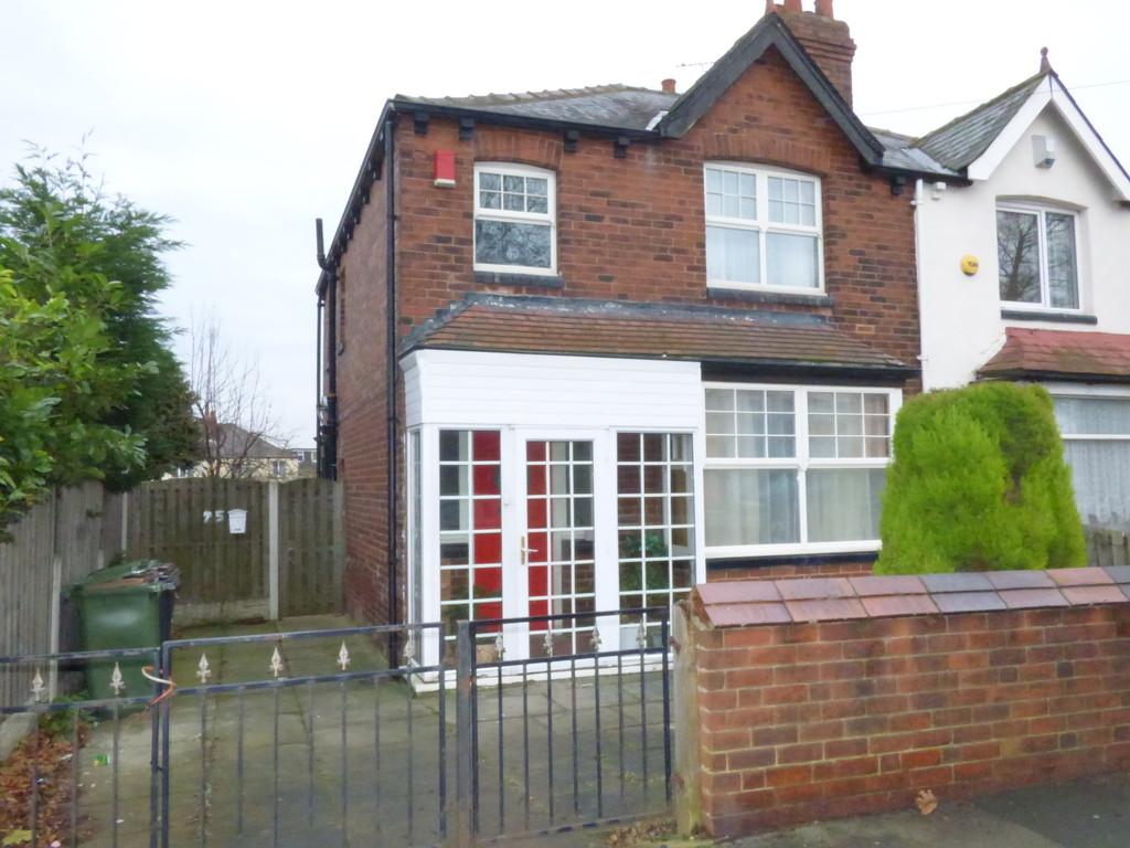 3 Bedrooms Semi Detached House for sale in Old Lane, Beeston, LS11 7AB