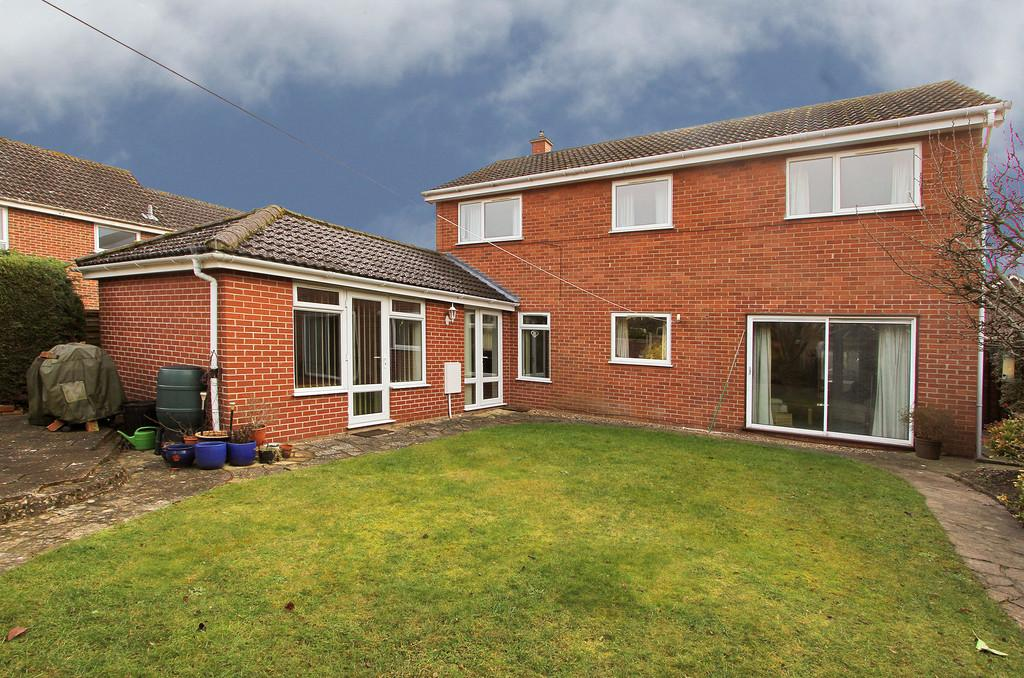 5 Bedrooms Detached House for sale in Abinger Way, Eaton