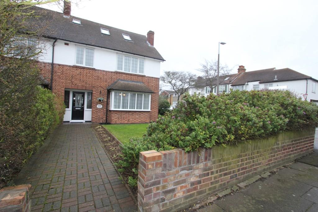 4 Bedrooms Semi Detached House for sale in Southbourne Grove, Westcliff-On-Sea