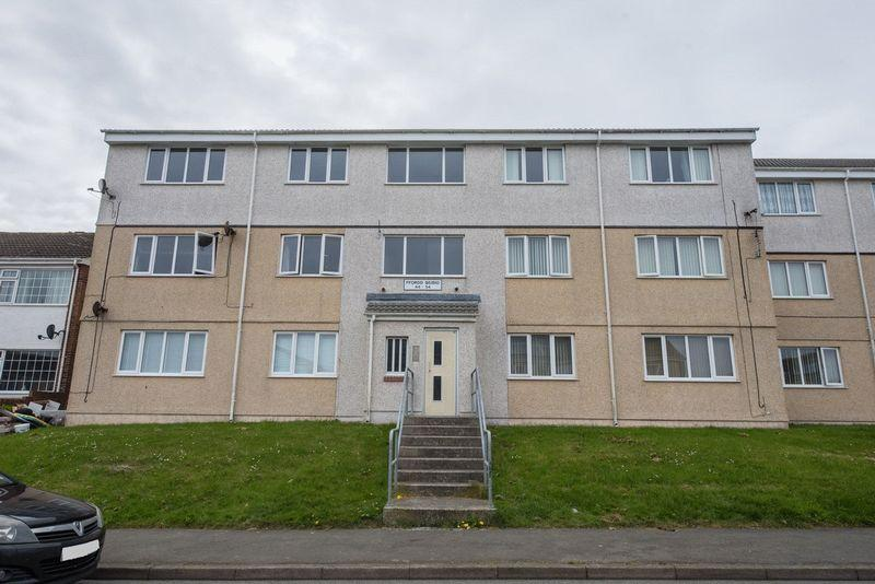 2 Bedrooms Flat for sale in Ffordd Beibio, Holyhead