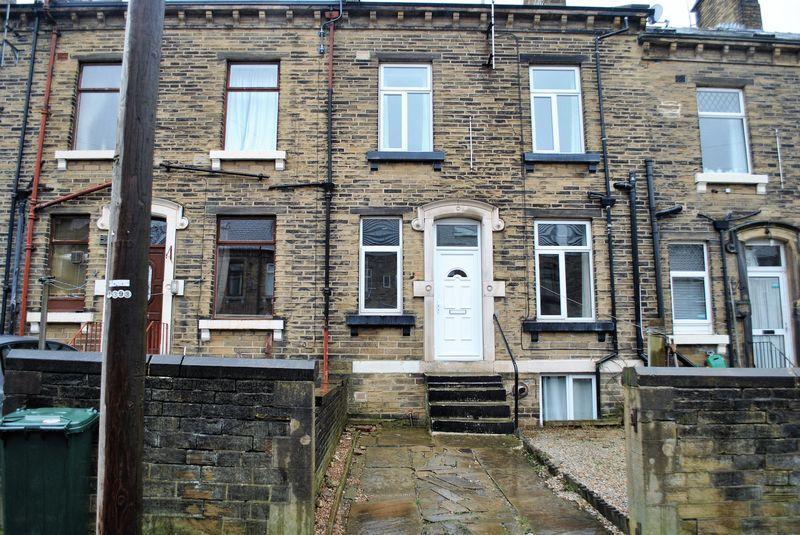 3 Bedrooms Terraced House for sale in Vine Terrace East, Fairweather Green, Bradford, BD8 0LF