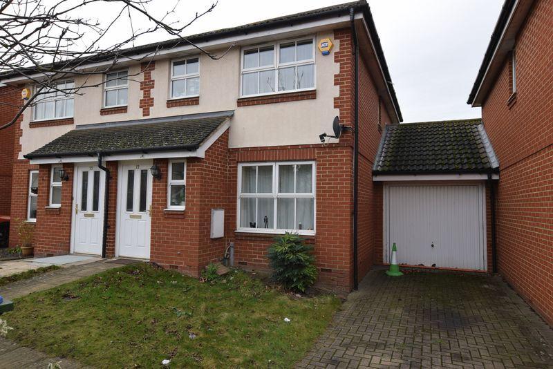 3 Bedrooms Semi Detached House for sale in Merbury Road, West Thamesmead, SE28 0HR