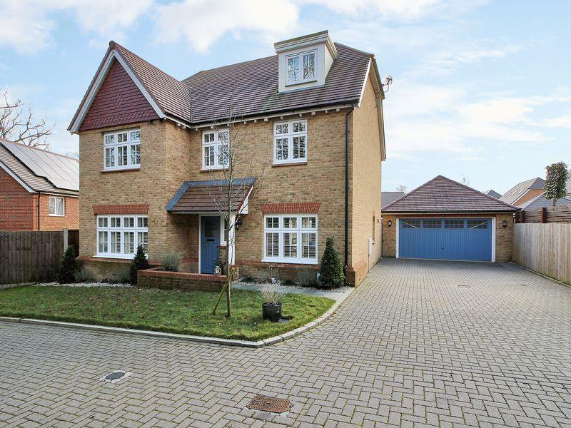 5 Bedrooms Detached House for sale in Haynes Way, Pease Pottage
