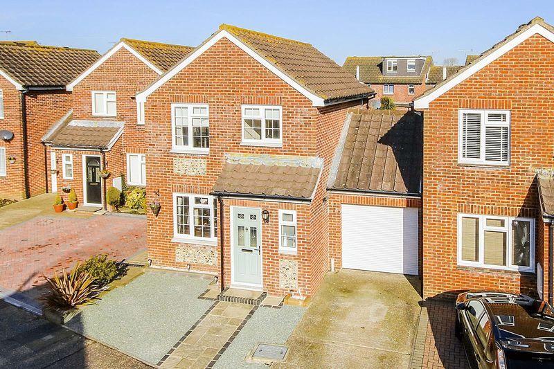 3 Bedrooms Detached House for sale in Littlehampton