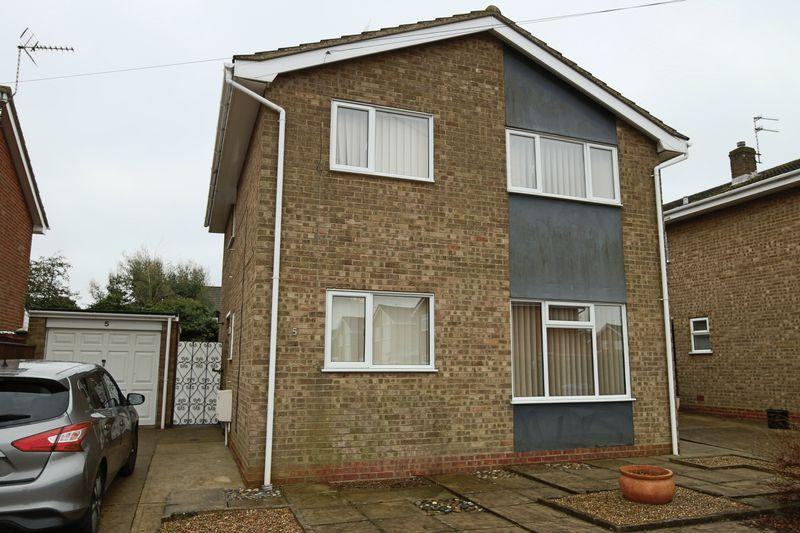 4 Bedrooms Detached House for sale in Herons Close, Lowestoft