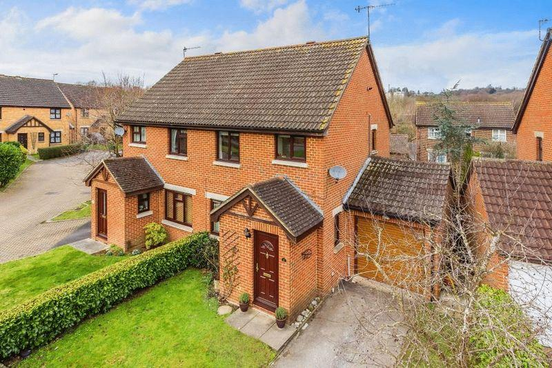 3 Bedrooms Semi Detached House for sale in NORTH HOLMWOOD