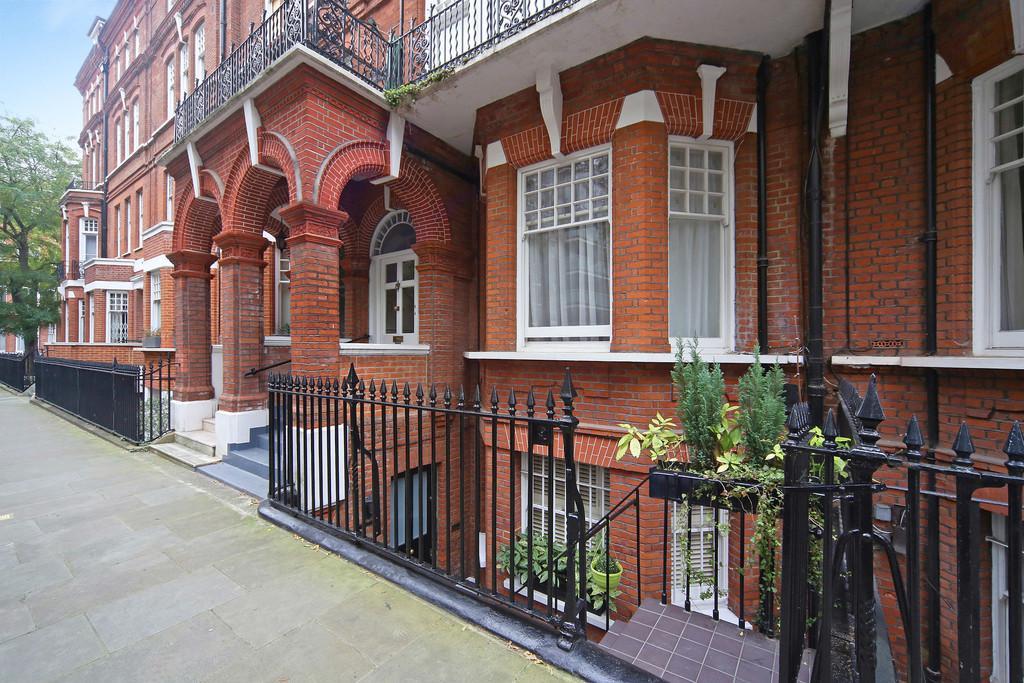 2 Bedrooms Apartment Flat for sale in Elm Park Gardens, Chelsea