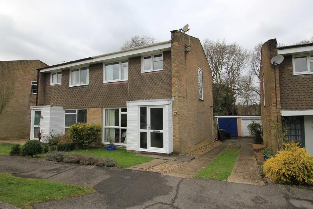 3 Bedrooms Semi Detached House for sale in Meadow Way, Heathfield