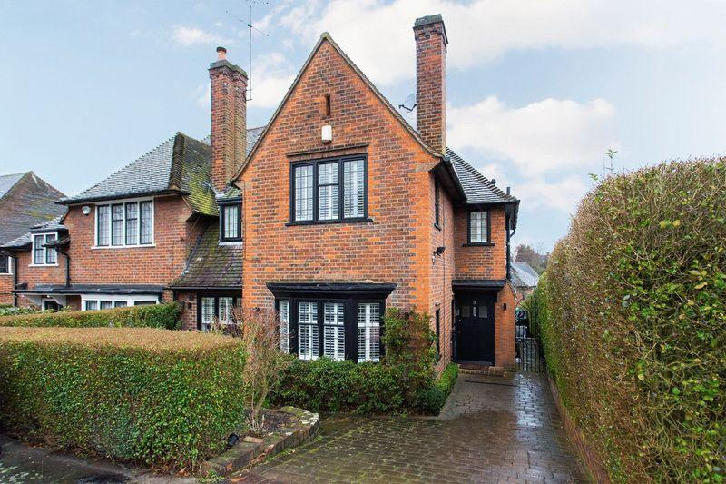 4 Bedrooms Semi Detached House for sale in Blandford Close, Hampstead Garden Suburb, N2