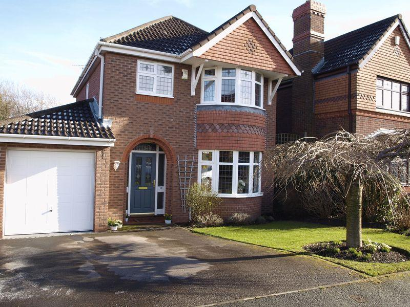 3 Bedrooms Detached House for sale in Stretton Walk, Kingsmead, CW9 8GH