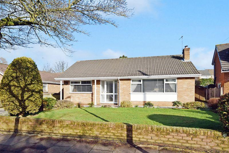 2 Bedrooms Bungalow for sale in Buckingham Avenue, Widnes