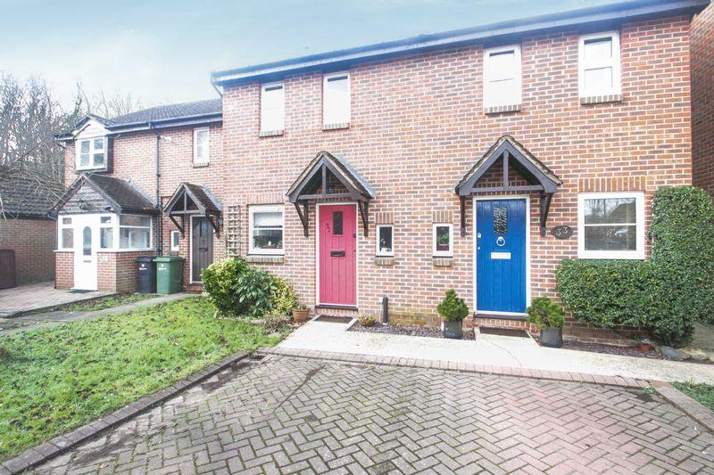 2 Bedrooms Terraced House for sale in North Holmwood