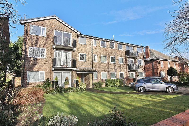 2 Bedrooms Apartment Flat for sale in Longton Court, Ainsdale