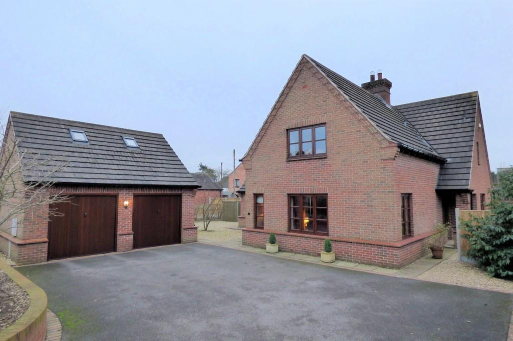 4 Bedrooms Detached House for sale in High Street, Doveridge