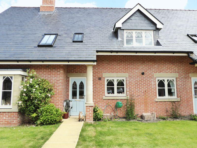 2 Bedrooms Villa House for sale in The Mews, New Court Gardens, Retford