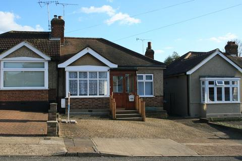 2 bedroom bungalow for sale - Parkside Avenue, Marshalls Park, Romford