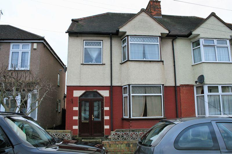 3 Bedrooms Semi Detached House for sale in Rosedale Road, Romford