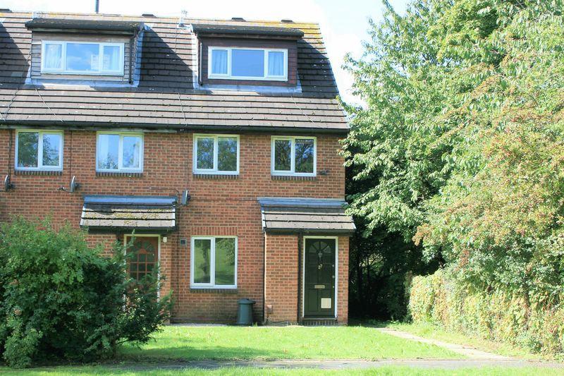 2 Bedrooms Maisonette Flat for sale in Cornflower Way, Harold Wood