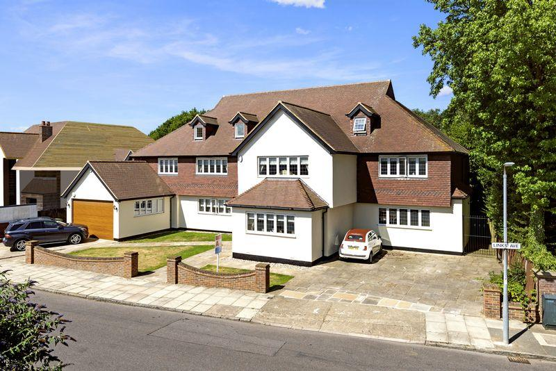 8 Bedrooms Detached House for sale in Links Avenue, Gidea Park, Romford