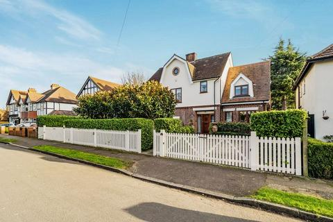 6 bedroom detached house for sale - Parkway, Romford