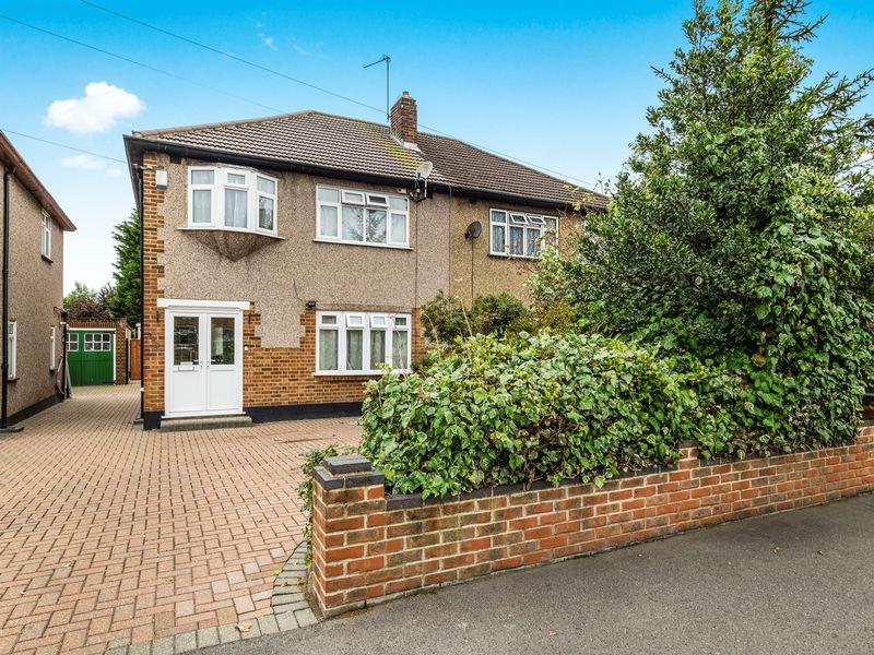 3 Bedrooms Semi Detached House for sale in Pettits Lane North, Rise Park, Romford
