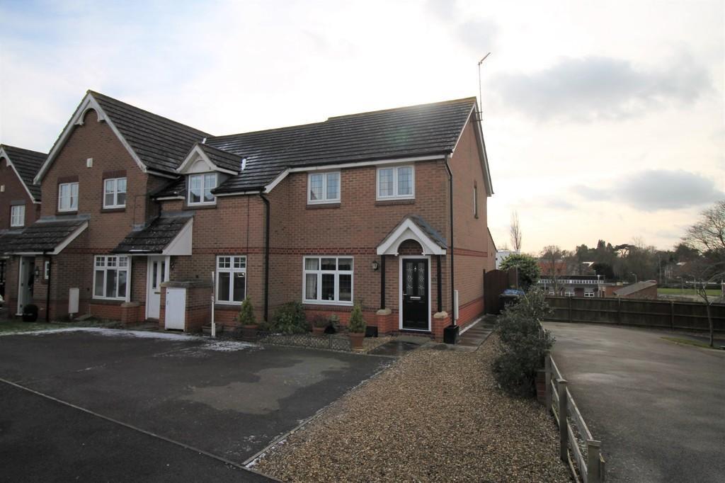 3 Bedrooms Semi Detached House for sale in Tymecrosse Gardens, Market Harborough