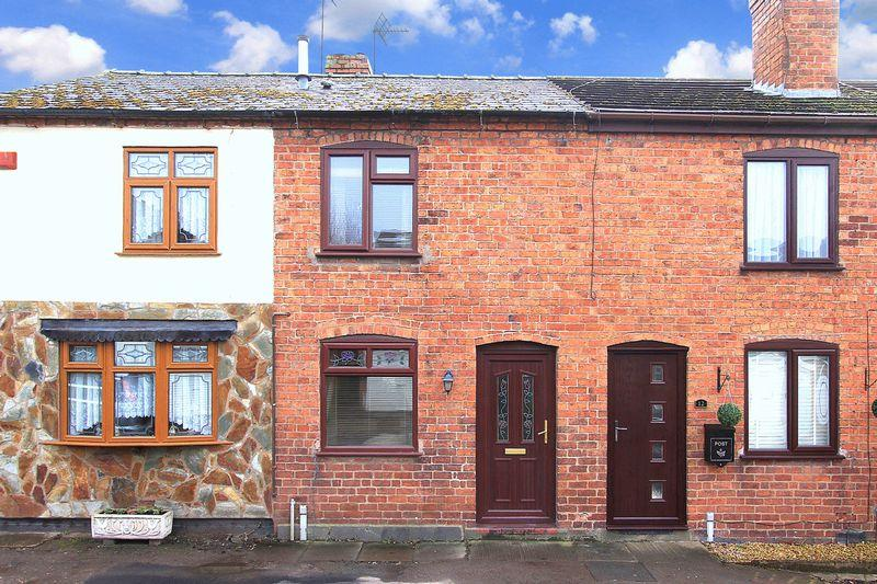 2 Bedrooms Cottage House for sale in WOMBOURNE, Chapel Street