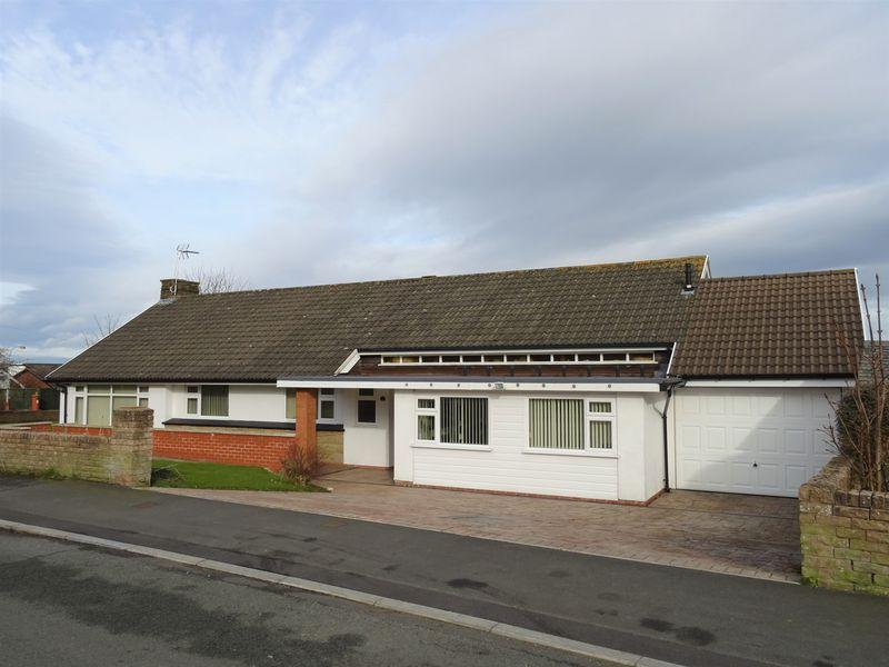 4 Bedrooms Bungalow for sale in Ffordd Tudno, Wrexham