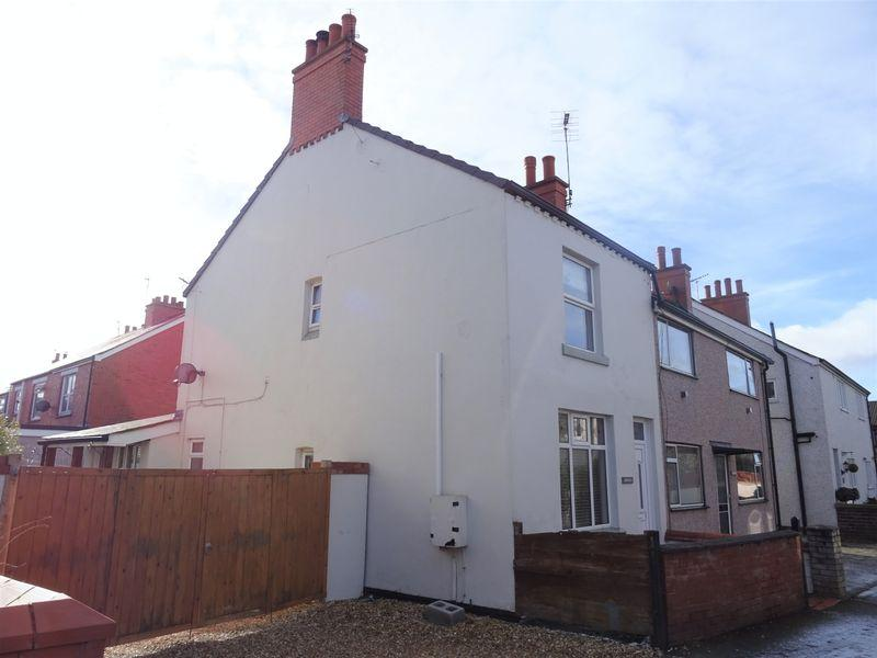 2 Bedrooms Semi Detached House for sale in Gerddi, Wrexham