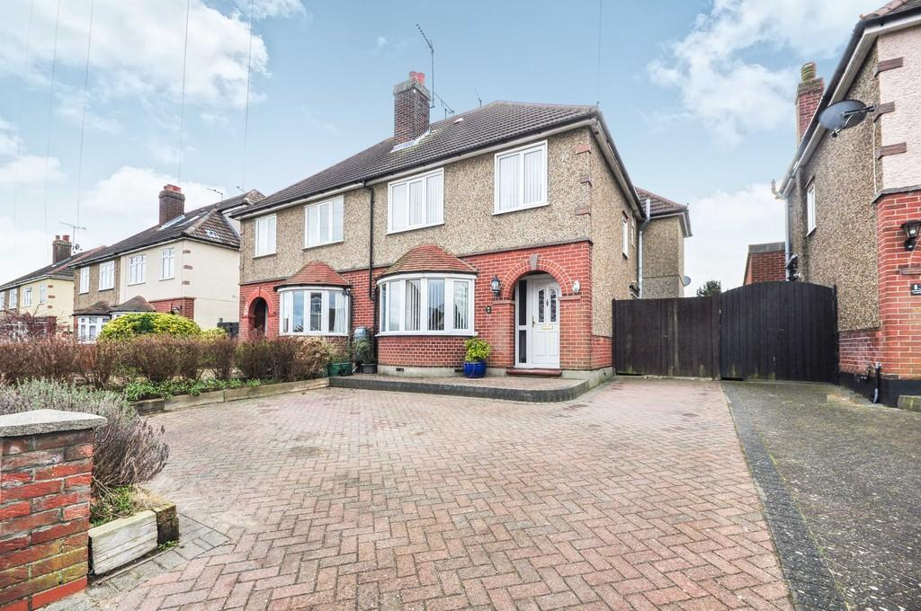 4 Bedrooms Semi Detached House for sale in Littlebury Gardens, Colchester, CO2 8TB