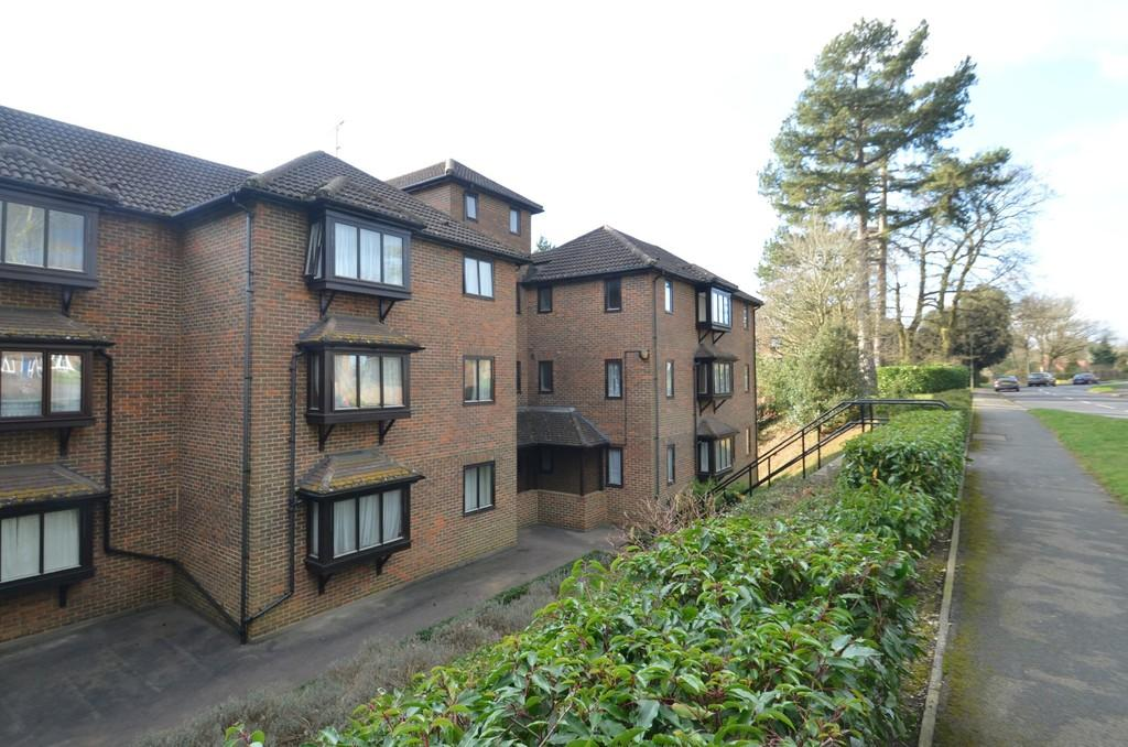 2 Bedrooms Apartment Flat for sale in Godalming