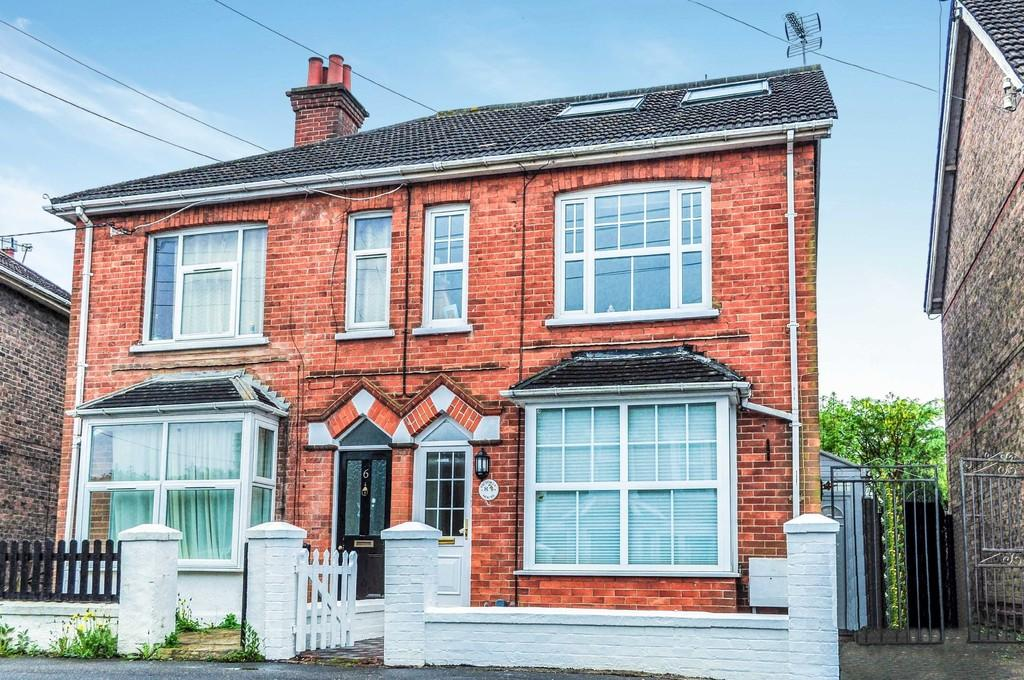5 Bedrooms Semi Detached House for sale in Victoria Road, West Green