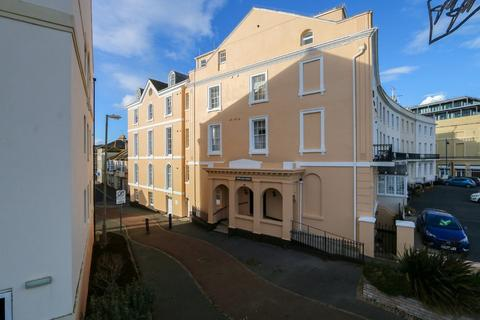 2 bedroom apartment for sale - Den Crescent, Teignmouth