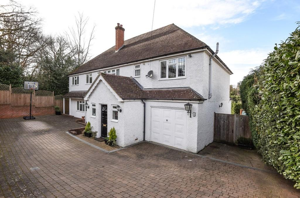 5 Bedrooms Detached House for sale in Upper Bourne Lane, Farnham