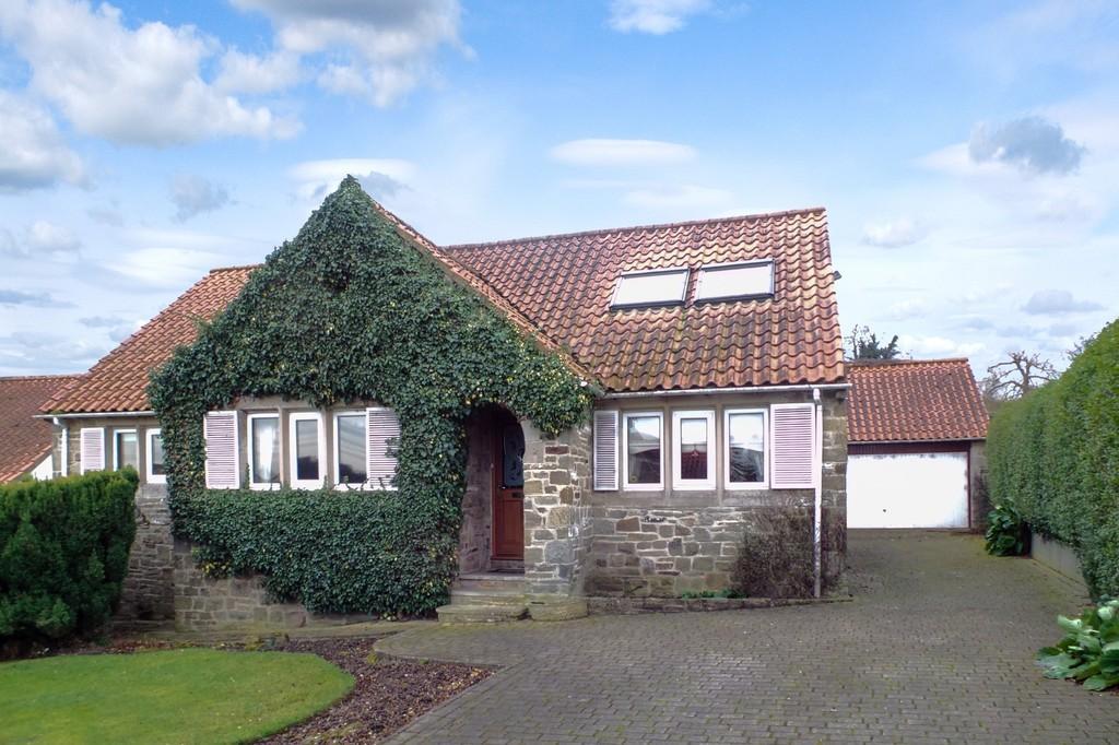 3 Bedrooms Detached Bungalow for sale in Hastings Way, Collingham, LS22 5LH