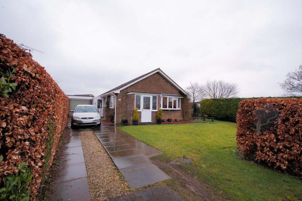 3 Bedrooms Detached Bungalow for sale in East Road, Navenby, Lincoln