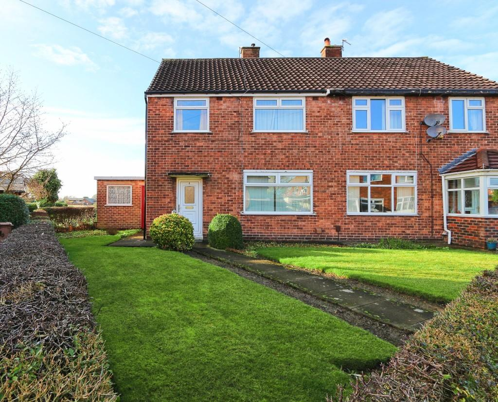 3 Bedrooms Semi Detached House for sale in 4 Norfolk Close, Cadishead