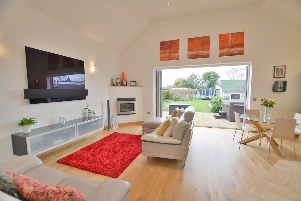 3 Bedrooms Detached Bungalow for sale in Western Avenue, Bournemouth
